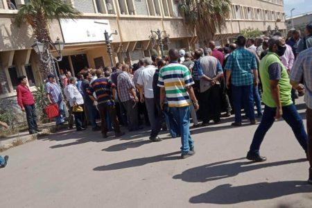 تجمهر عمال شركة النصر للمسبوكات بالإسكندرية